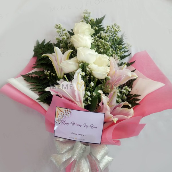 hand Bouquet Lily dan Baby Breath