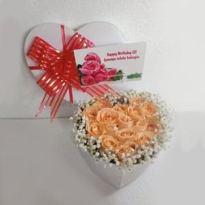Flower Box Bunga Mawar Orange dan Baby Breath