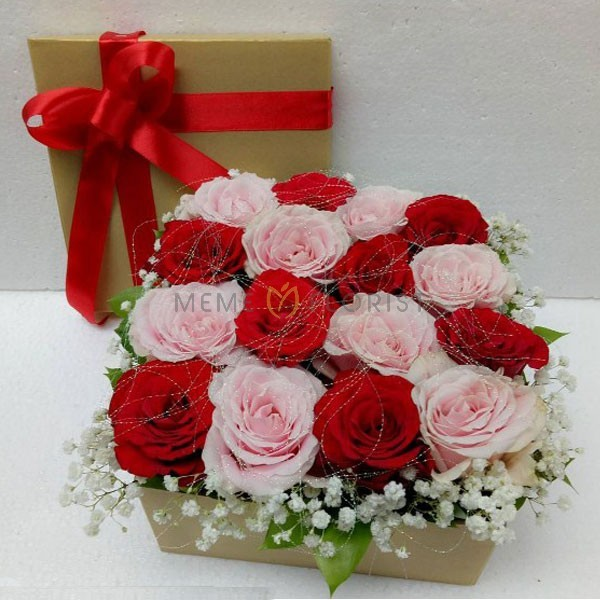 Flower Box Bunga Mawar dan Baby Breath