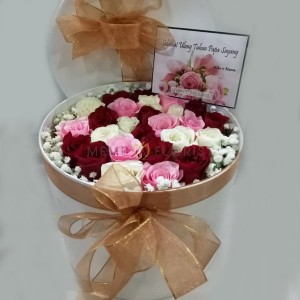 Flower Box bunga mawar tiga warna dan baby breath