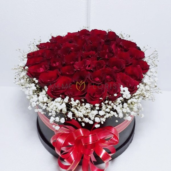 Flower box Mawar Merah dan Baby Breath